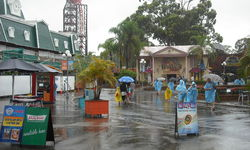 Gold Coast theme parks closed today due to rain