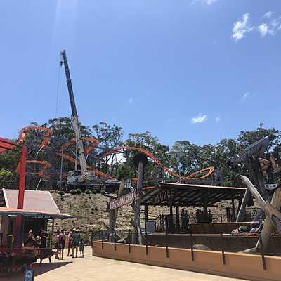 Spinning coaster construction
