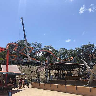 Spinning coaster construction